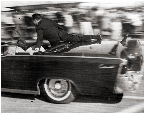 Kennedy_Clint_Hill_on_the_limousine