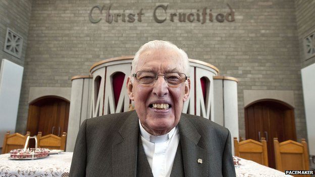 Ian Paisley after deliverying his last sermon