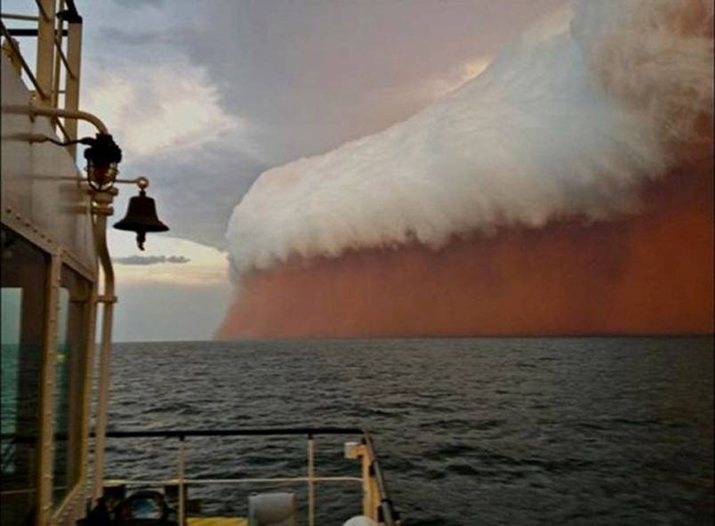 Huge dust storm in Western Australia in 2013