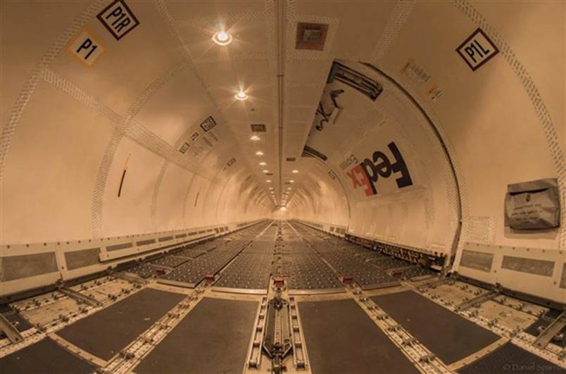 Inside a Fed-Ex Boeing 757 without any Cargo