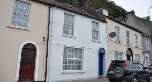 Dating to the 1800s, this mid-terraced home with three bedrooms looks across the harbour