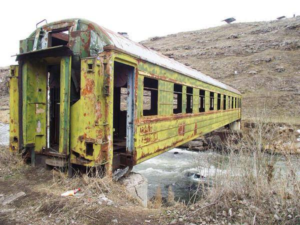 31-Abandoned-Bridge made out of an abandoned train carriage