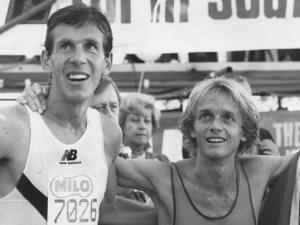 With 8kms to go on the 1986 edition of Comrades, Fordyce shook Bob's hand before speeding off to win