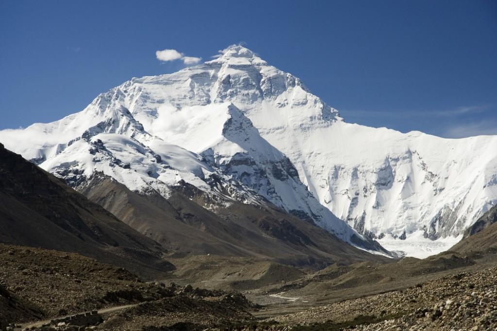 Everest_North_Face_toward_Base_Camp_Tibet_Luca_Galuzzi_2006-1050x700