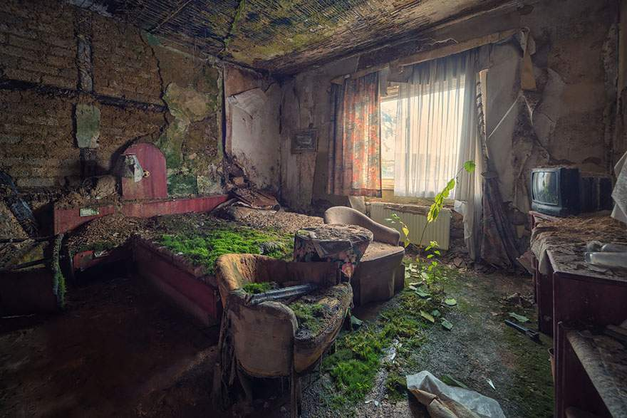 A room in an abandoned hotel
