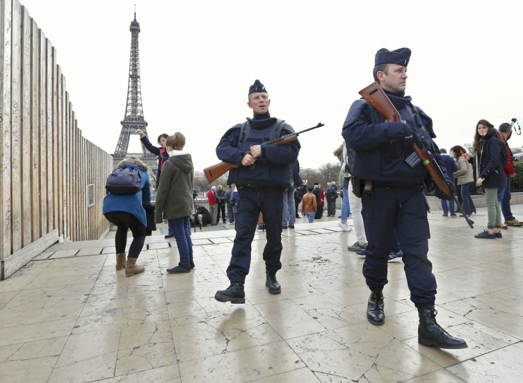 police-paris-attacks-france-isis