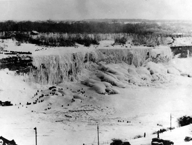 1911.Niagara Falls during the freeze of 1911