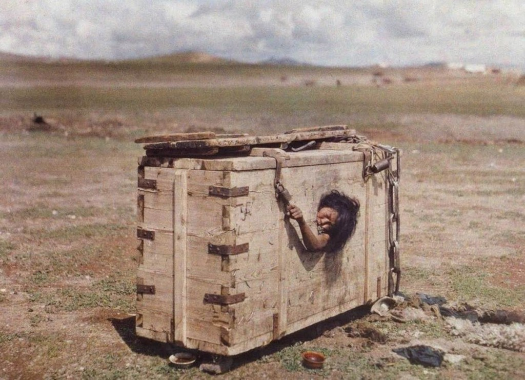 1913. A woman condemned to die of hunger, Mongolia