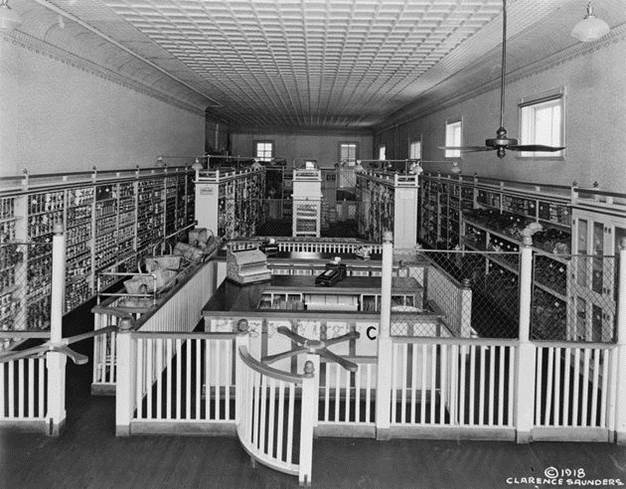 1916. The original Piggly Wiggly Store, Memphis, Tennessee, the first self-service grocery store