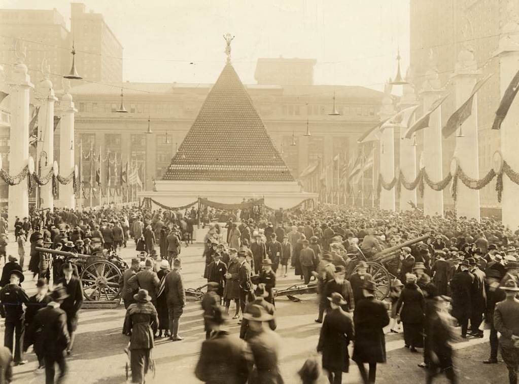 1918. Pyramid made out of captured German helmets in the First World War - New York