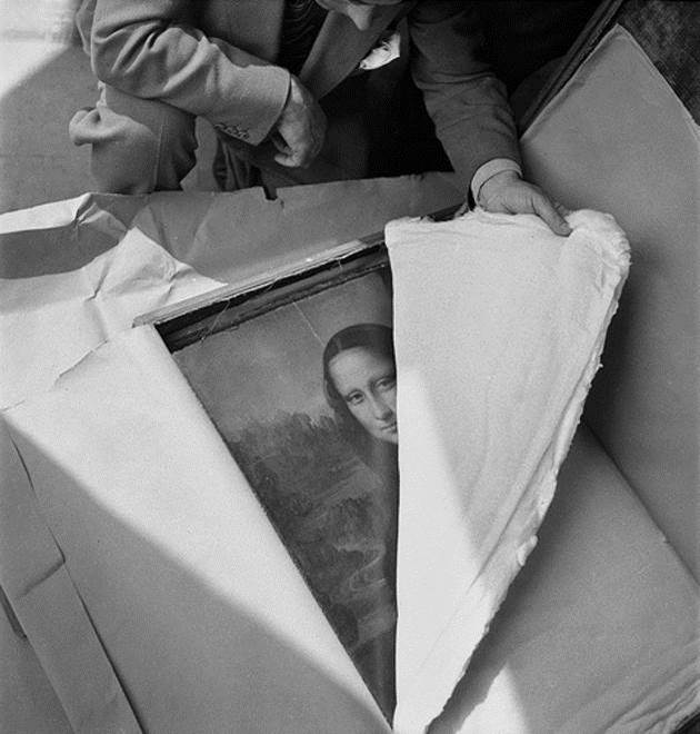 1945. Mona Lisa being returned to its home at the Louvre in Paris