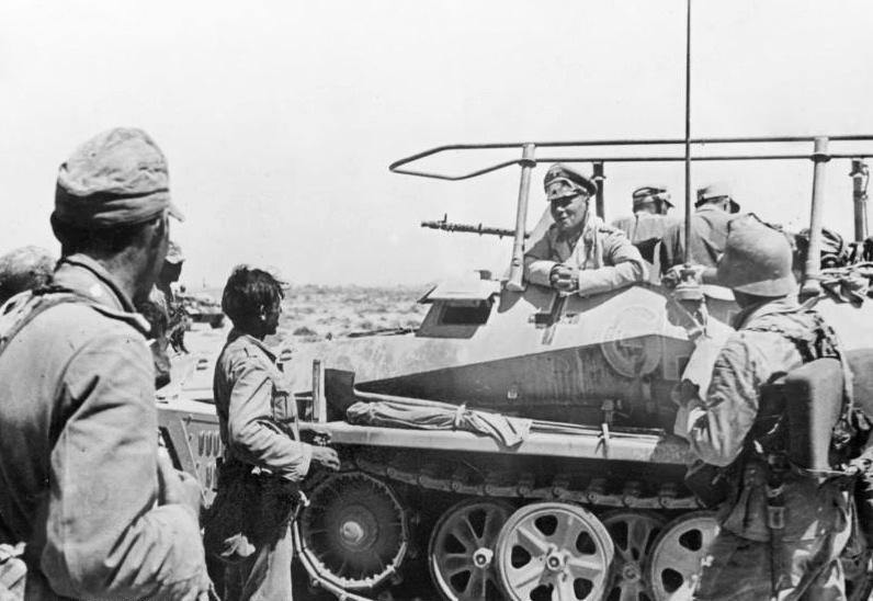 Bundesarchiv_Bild_146-1991-031-25A,_Nordafrika_vor_Tobruk,_Rommel
