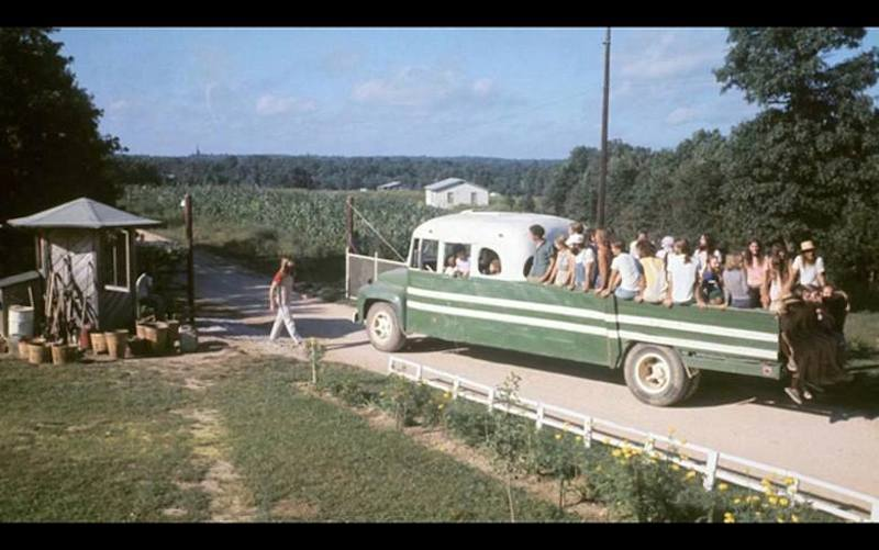 #20hippie-commune-the-farm-green-truck#20