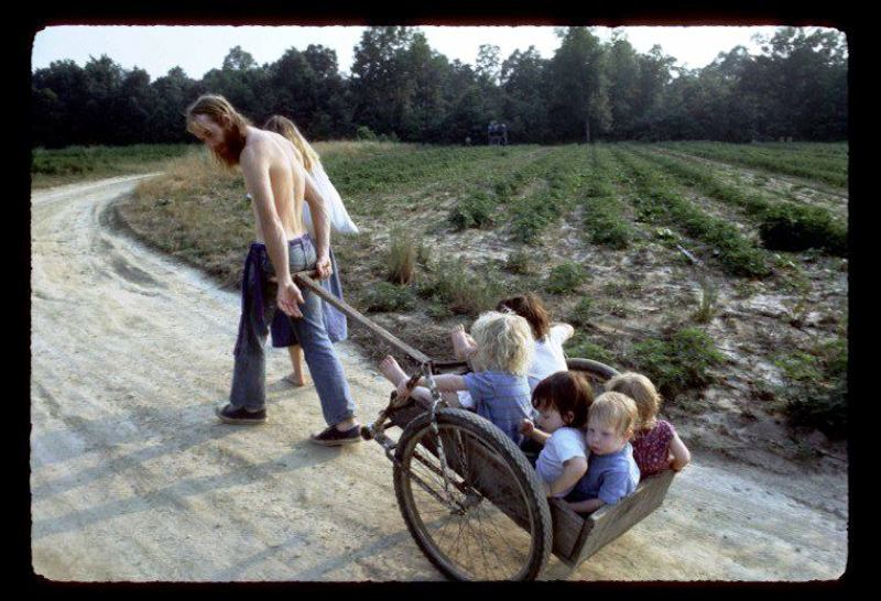 #25hippie-commune-the-farm-wheelbarrow#25
