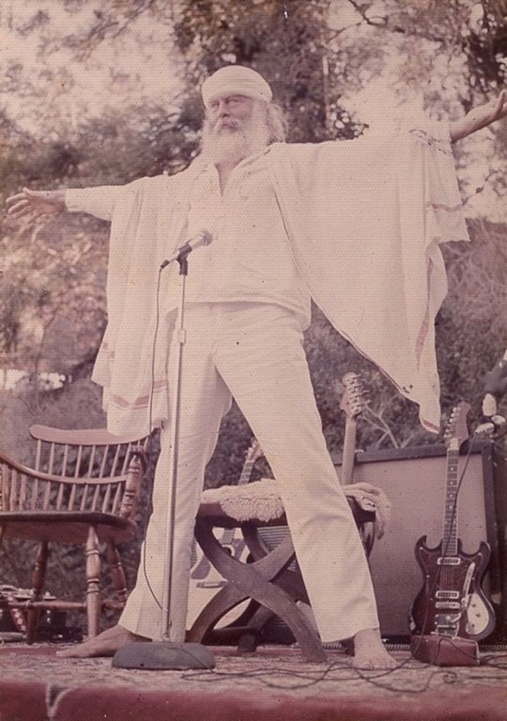 #43hippie-commune-source-family-father-yod