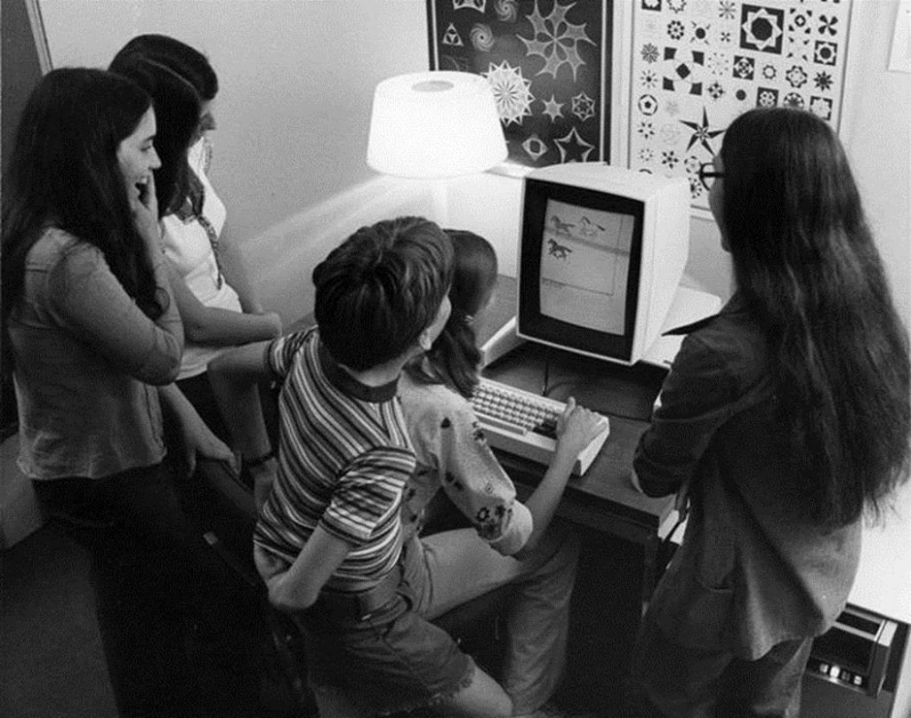 Children-play-a-game-on-the-Xerox-Alto-one-of-the-first-personal-computers-with-a-graphic-user-interface-1973.-Its-monitor-was-switchable-between-portrait-and-landscape-mode
