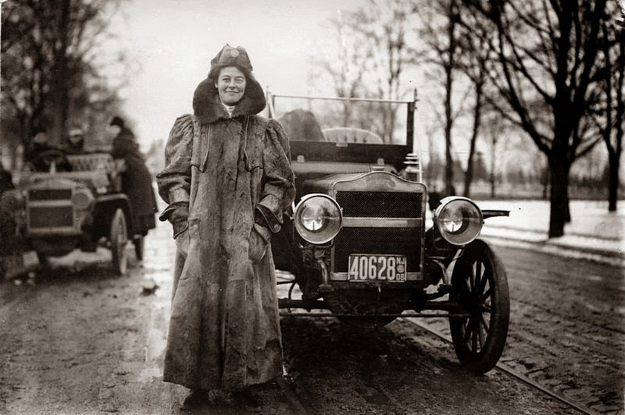 10 Alice Huyler Ramsey (November 11, 1886 – September 10, 1983), the first woman to drive across the United States from coast to coast, in 1909