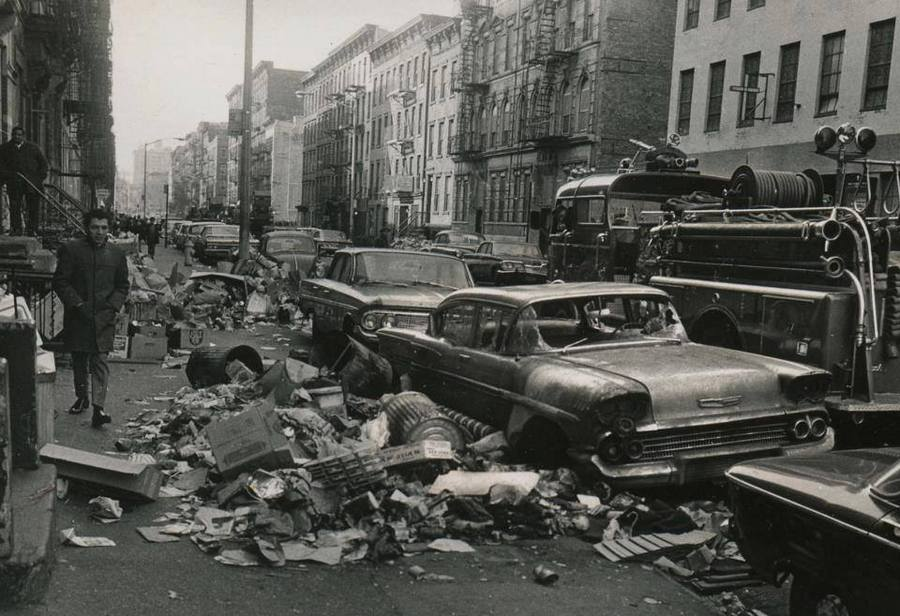 32 New York City sidewalks filled with trash during the 1968 strike of sanitation workers
