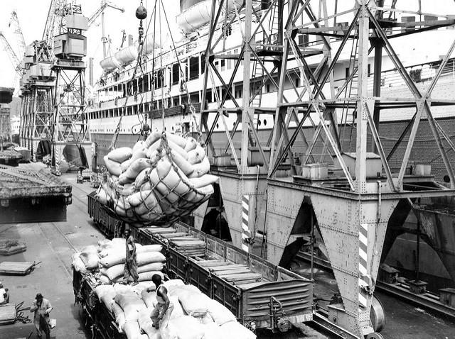 Offloading grain