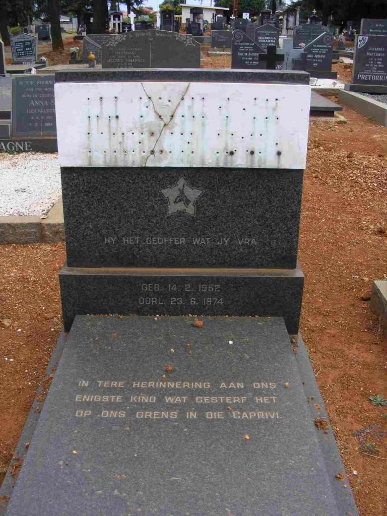 Grave of Lt FJ Zeelie