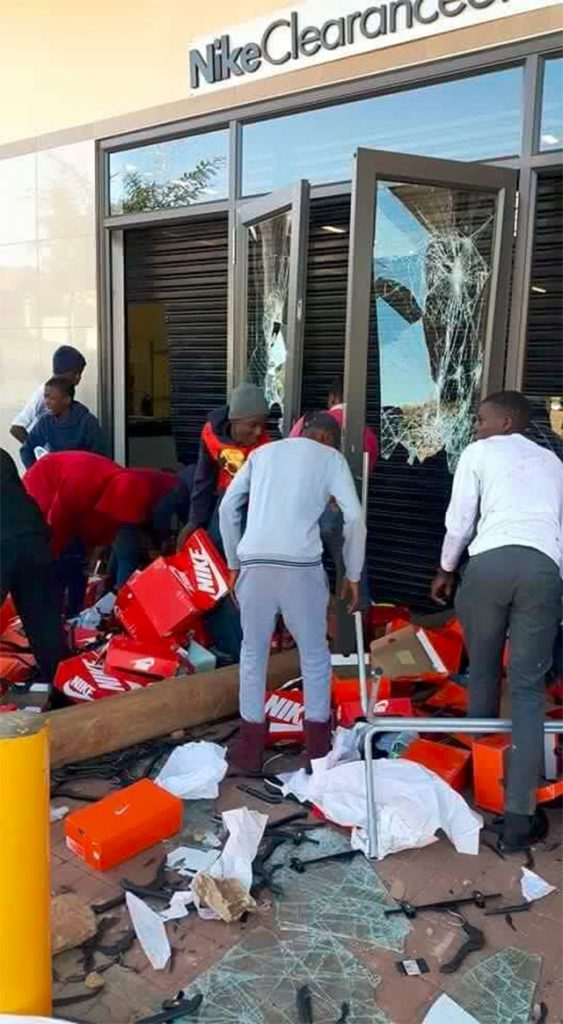 Rioting & Looting in Tshwane#10