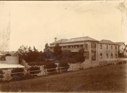 Bunton's Grand Hotel seen from the Donkin Reserve, circa 1890