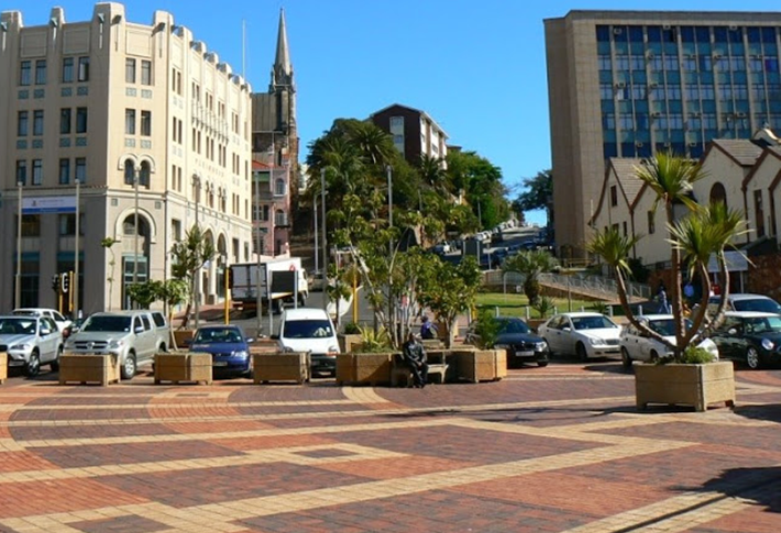 White's Road in 2015 showing Market Square as a parking lot