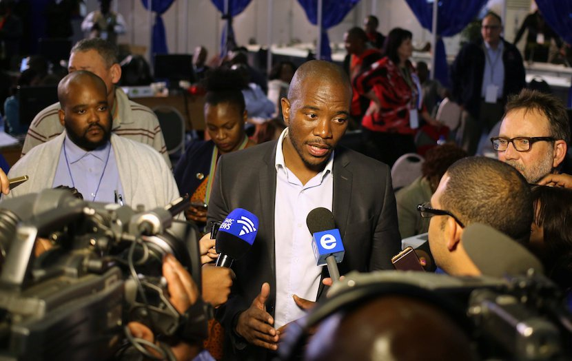 Democratic Alliance leader Mmusi Maimane gestures as he speaks to members of the media at the result center in Pretoria August 4, 2016 REUTERS Siphiwe Sibeko