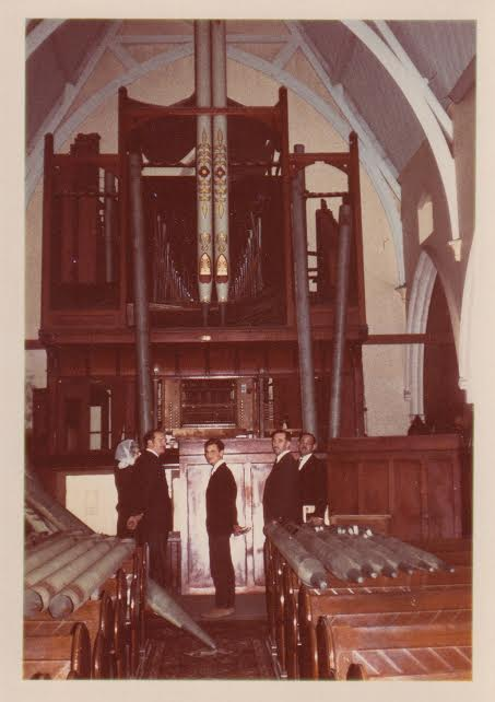 Dismantling of the organ left to right: Unknown, Theo Scholtz, Possibly Rodney Gilmer, Clayton Smallwood & Peter Gillmer