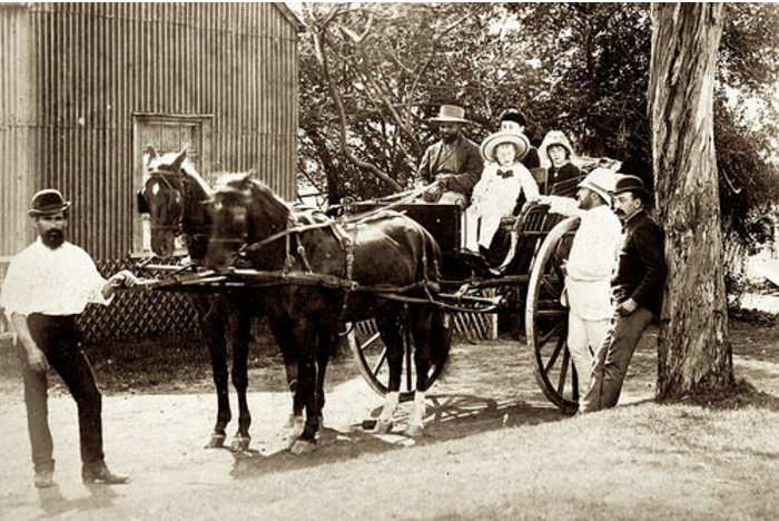Pe in 1886. Howard with family#02