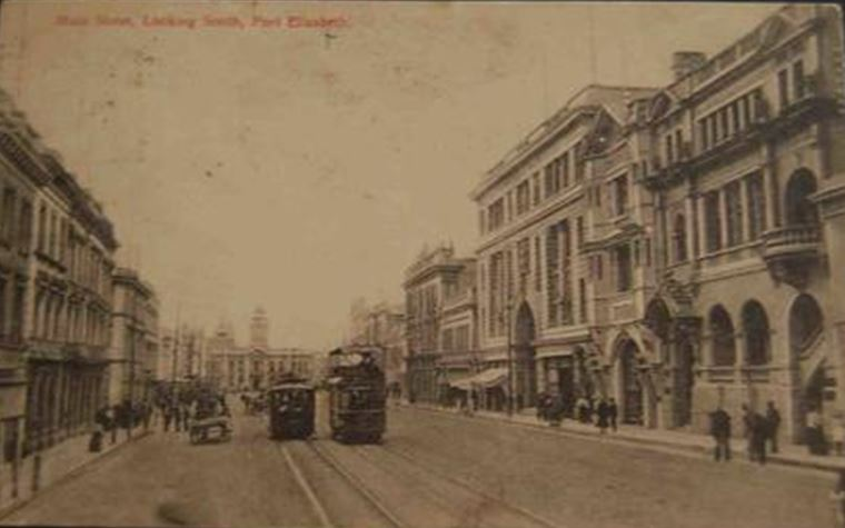 electric-trams-in-main-street
