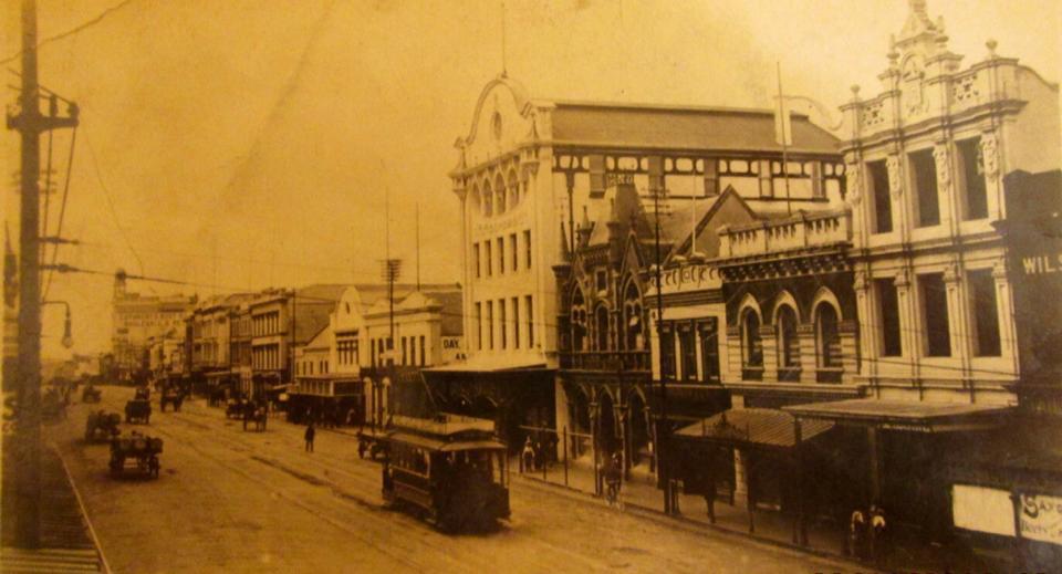 main-street-in-1920s02