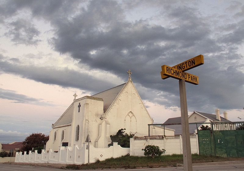 800px-port_elizabeth_st_philips_church_at_crossroad