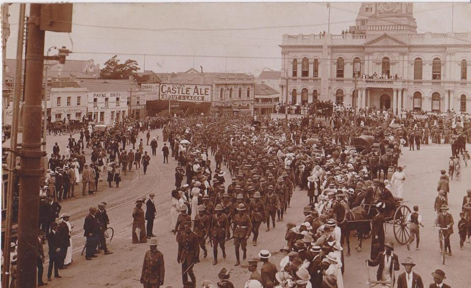 Queensland Imperial Bushmen marching past the City Hall