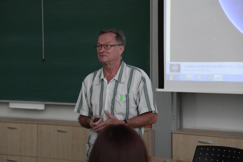 Dr Cyril Hromnik