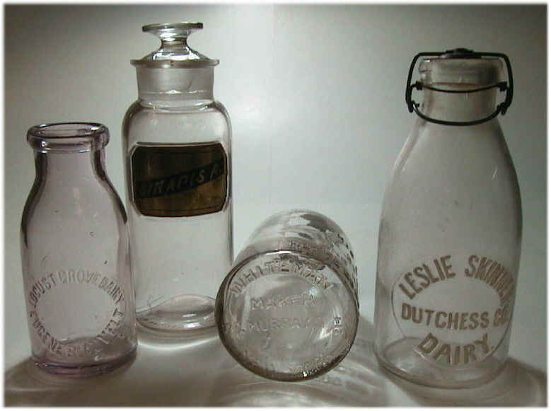 milk_bottles_of_the_late_19th_century