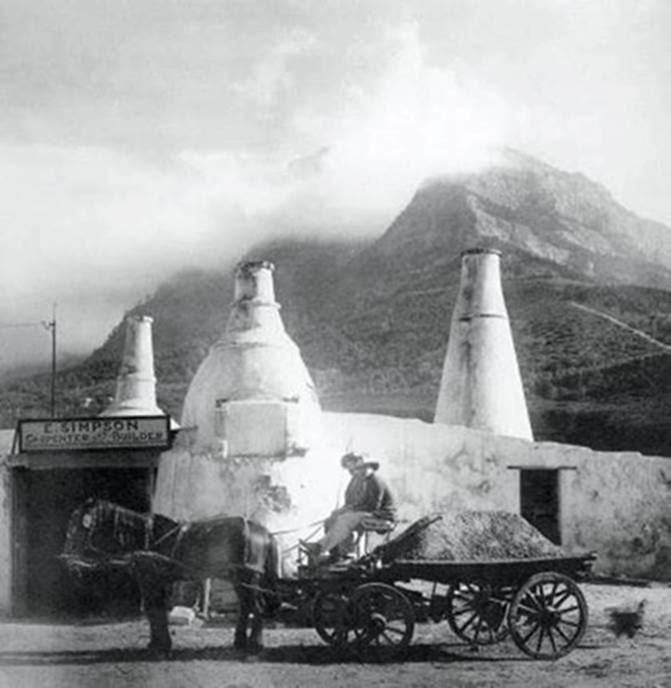 the-lime-kilns-in-mowbray-in-1910-with-table-mountain-as-a-backdrop