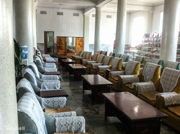 the-regally-decored-empty-waiting-room-at-pyongyang-train-station