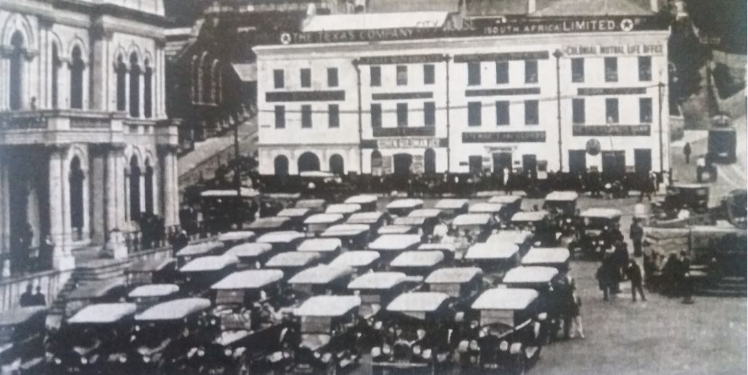 Town Hall 1922-150 T Fords waiting to motor around the Marine Drive