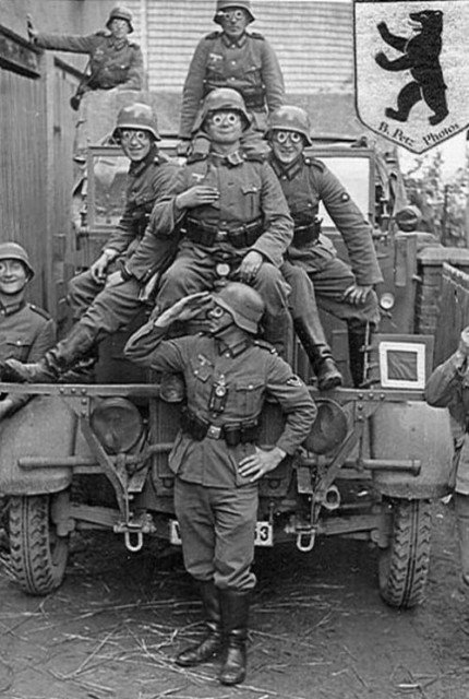 german-soldiers-having-fun-during-ww2
