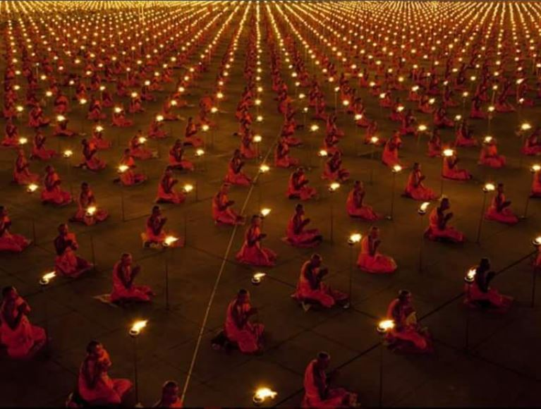 100,000 monks in prayer for a better world