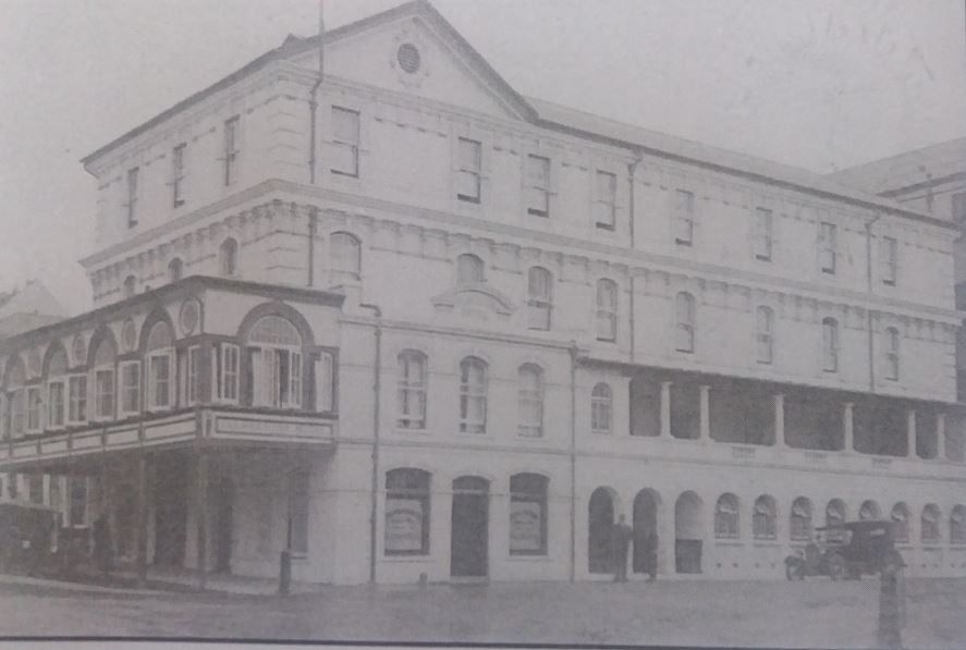 Palmeston Hotel - in 1902&3, a verandah over Jetty Street pavement added as well as a 4th floor