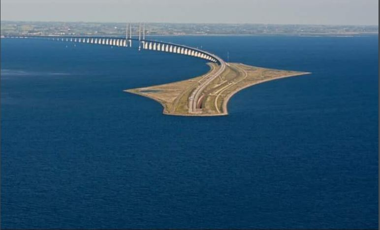 he bridge between Denmark and Sweden becomes a tunnel