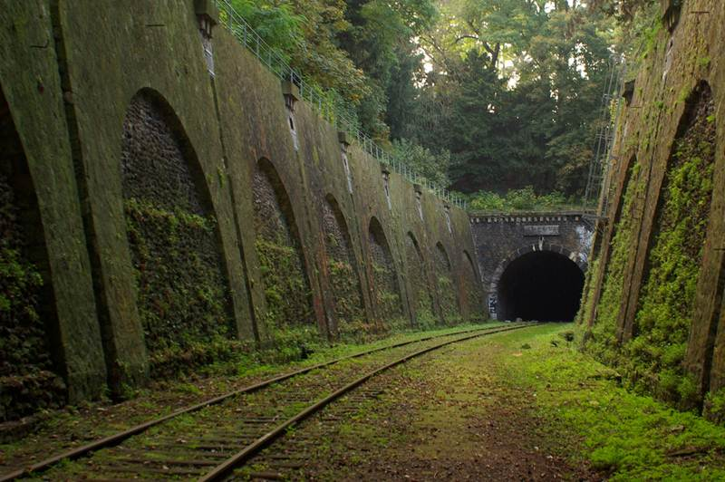 Abandoned Parisian railway
