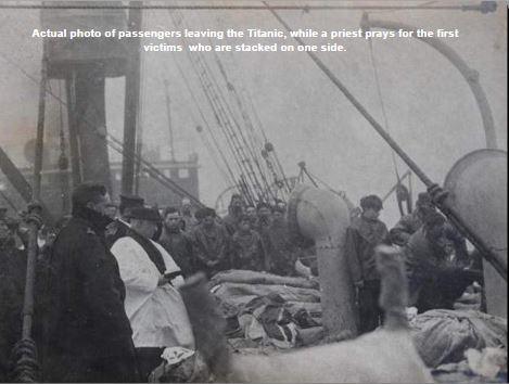 Passengers leaving the Titanic