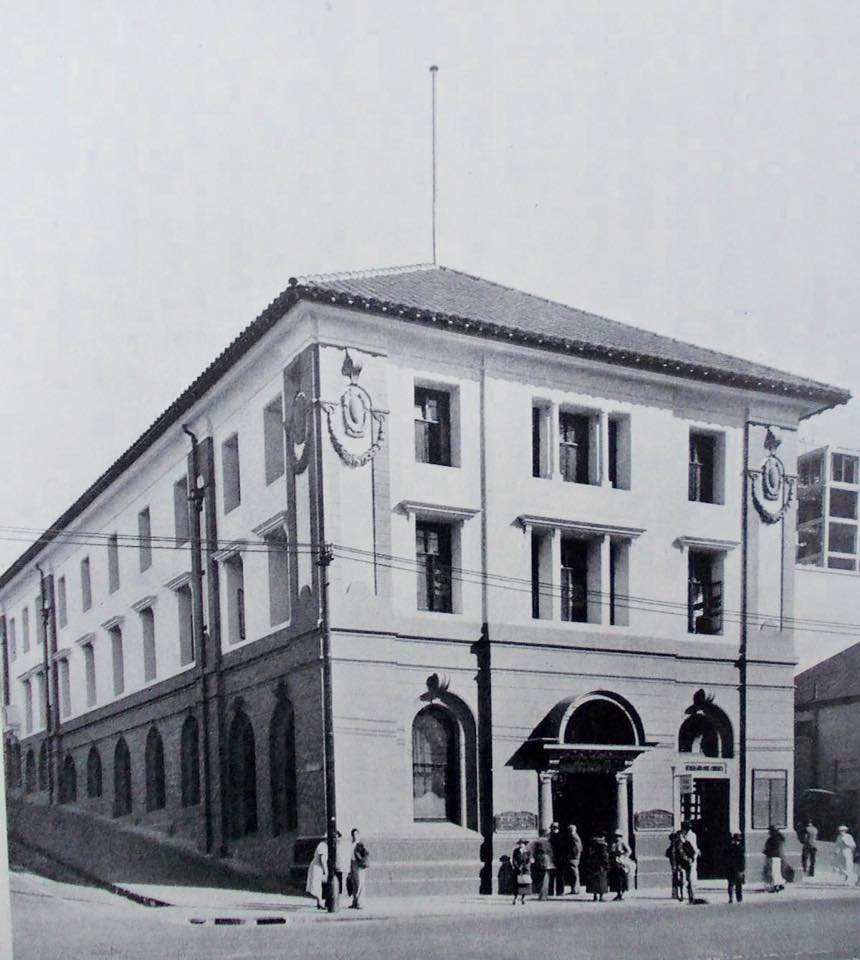 The Auction house was then converted into offices for the Netherlands Bank